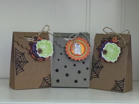 Treat Bags Using Atriste Cricut Cartridge